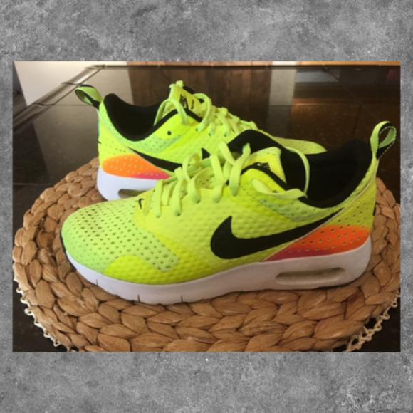 half off 8e400 3192f Nike Air Max Tavas Girls youth 4, Y4 Neon. M 5b6cea7b3c98444dbed261b1